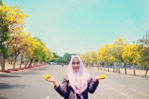 Keindahan Bunga Tabebuya Jadi Inspirasi Foto Selfie Netizen Surabaya