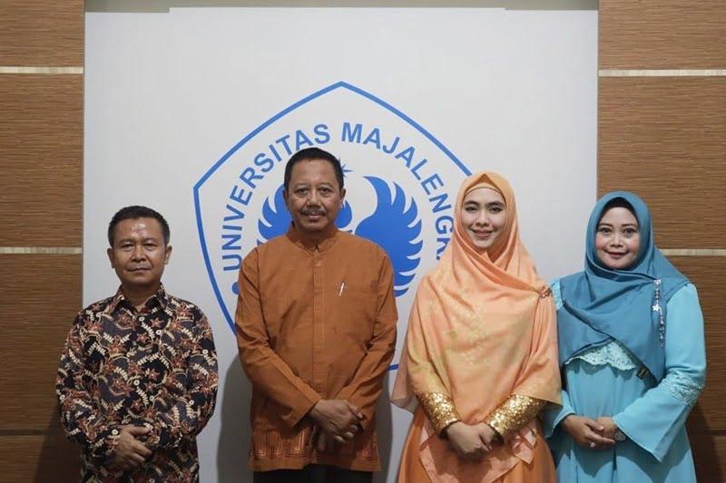 Ustadzah Oki Setiana Dewi Isi Ceramah Di Kampus UNMA Majalengka IGunivmajalengka2